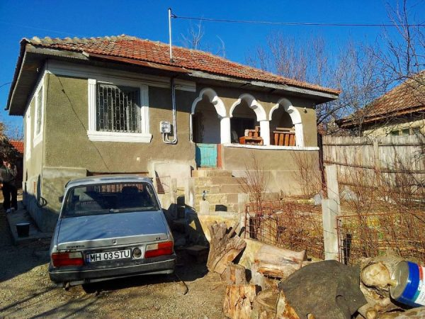 cheap romanian village house 06