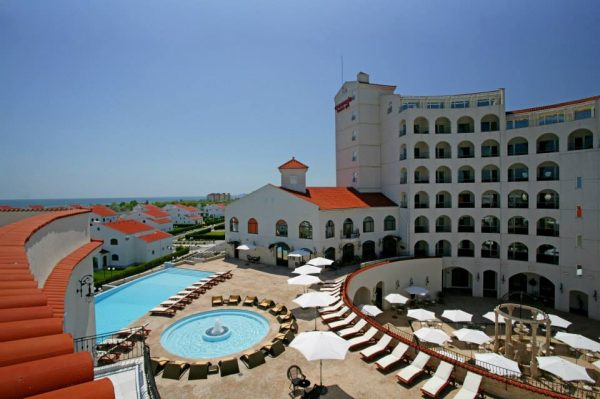 Best hotels in mamaia for your perfect summer vacation in for Hotels 02 arena