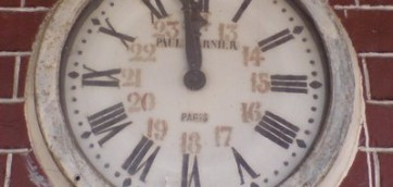 funny caracal clock