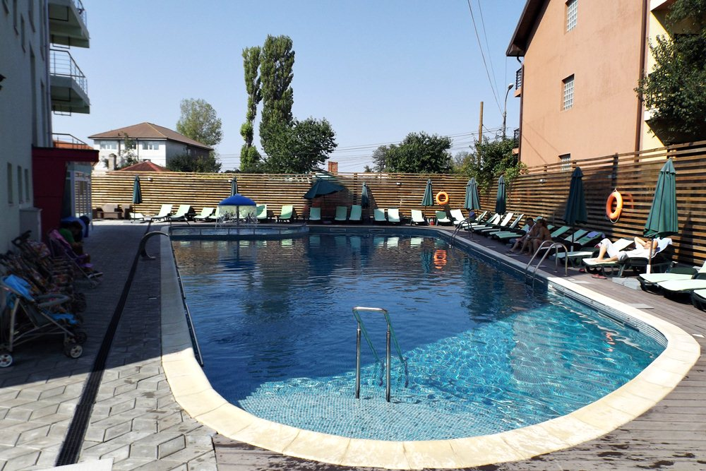 My very cheap summer vacation in romania eforie nord for Really cheap pools