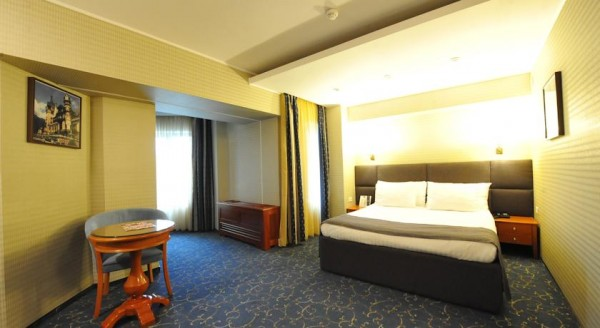 12 hotel crystal palace
