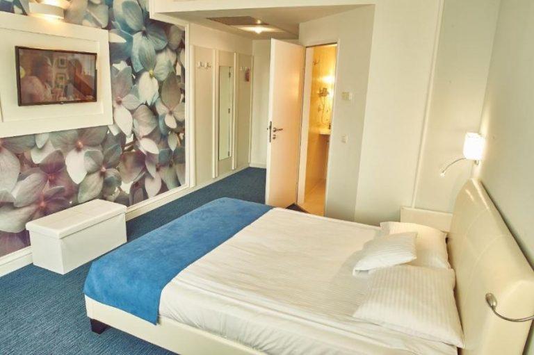 continental forum hotel room