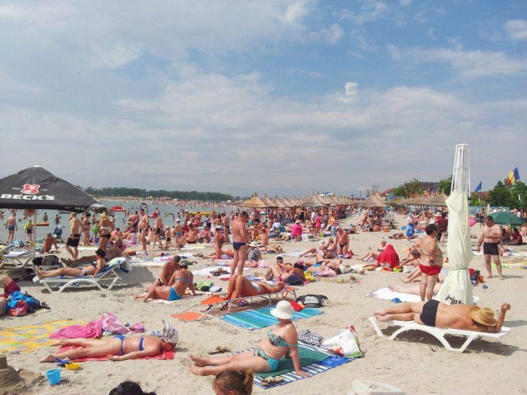 venus beach crowded
