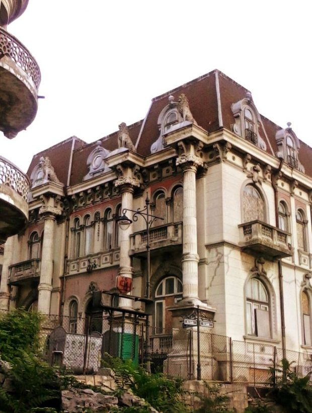 house with lions constanta